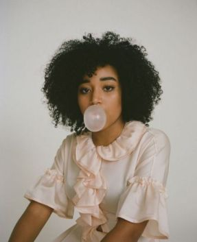 Edna Deveaux Ersland played by Amandla Stenberg